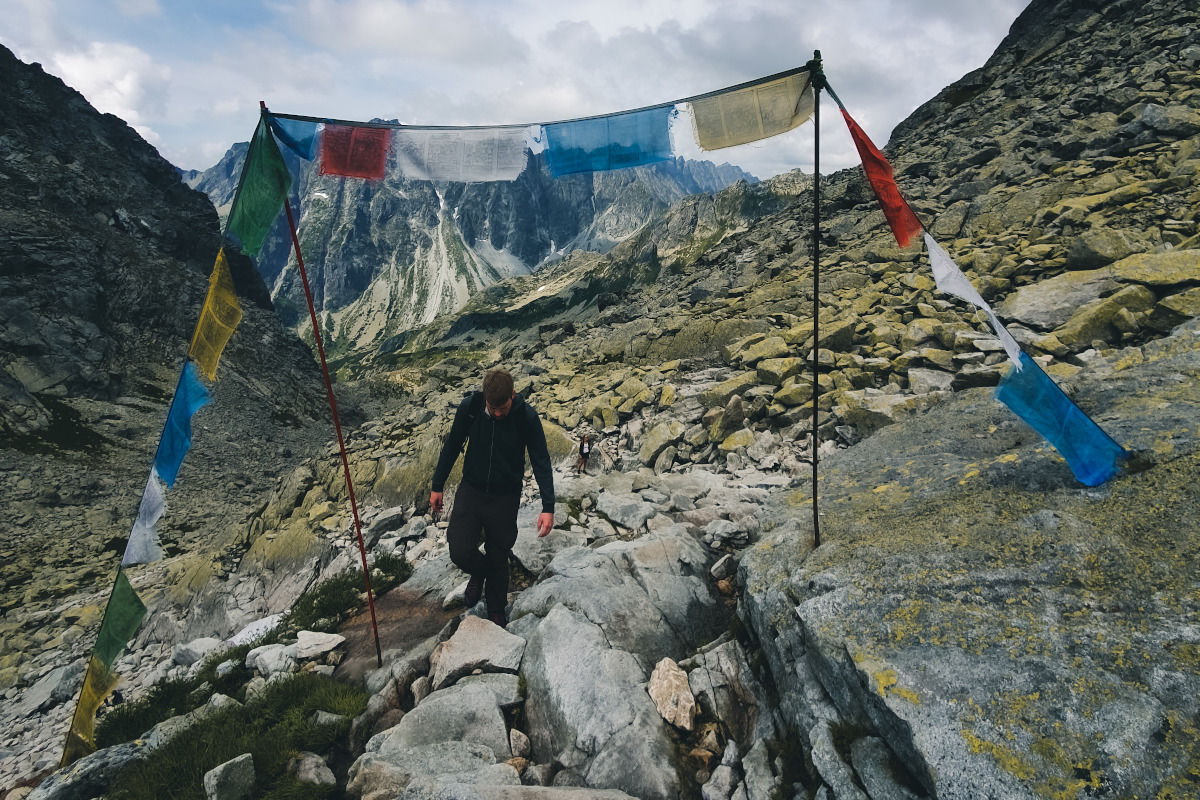 A gate made of flags to the Chata pod rysmi