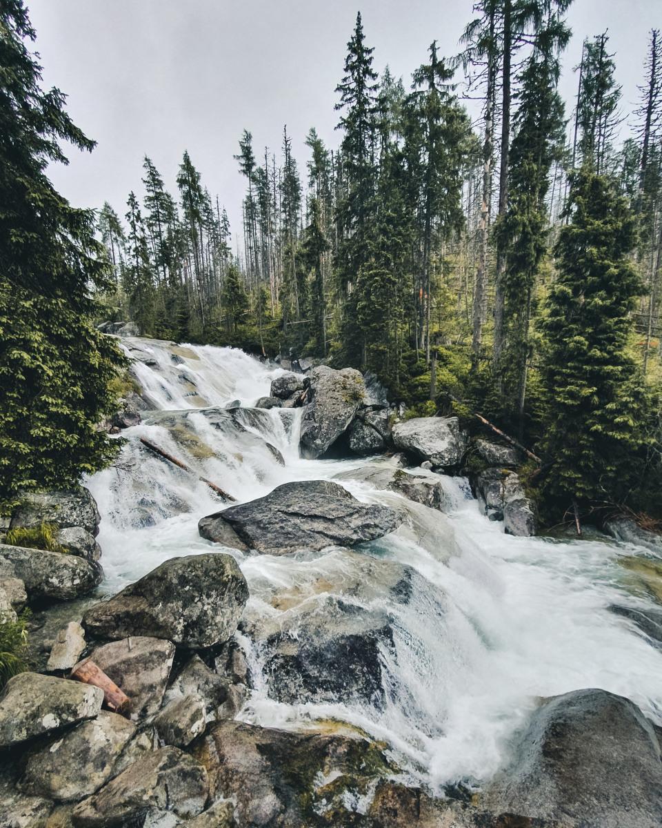 Dlhý vodopád waterfall