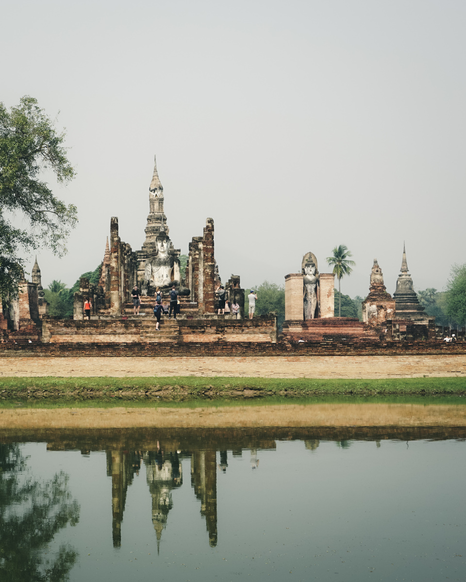 Reflection of Wat Mahathat in the water
