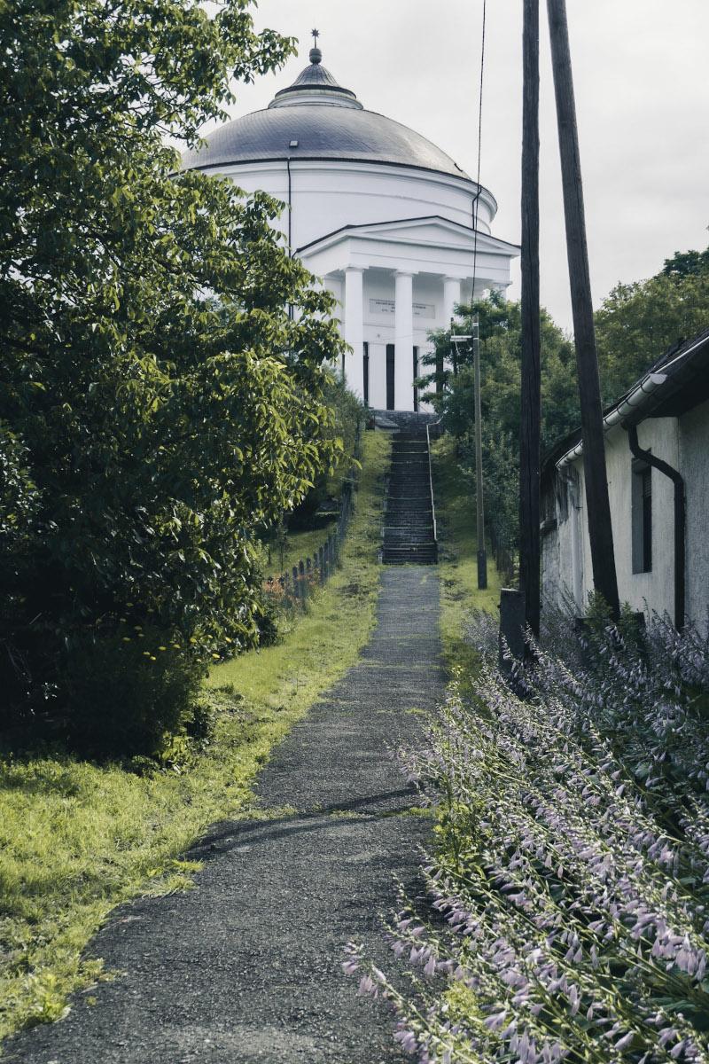 long path to a white round church