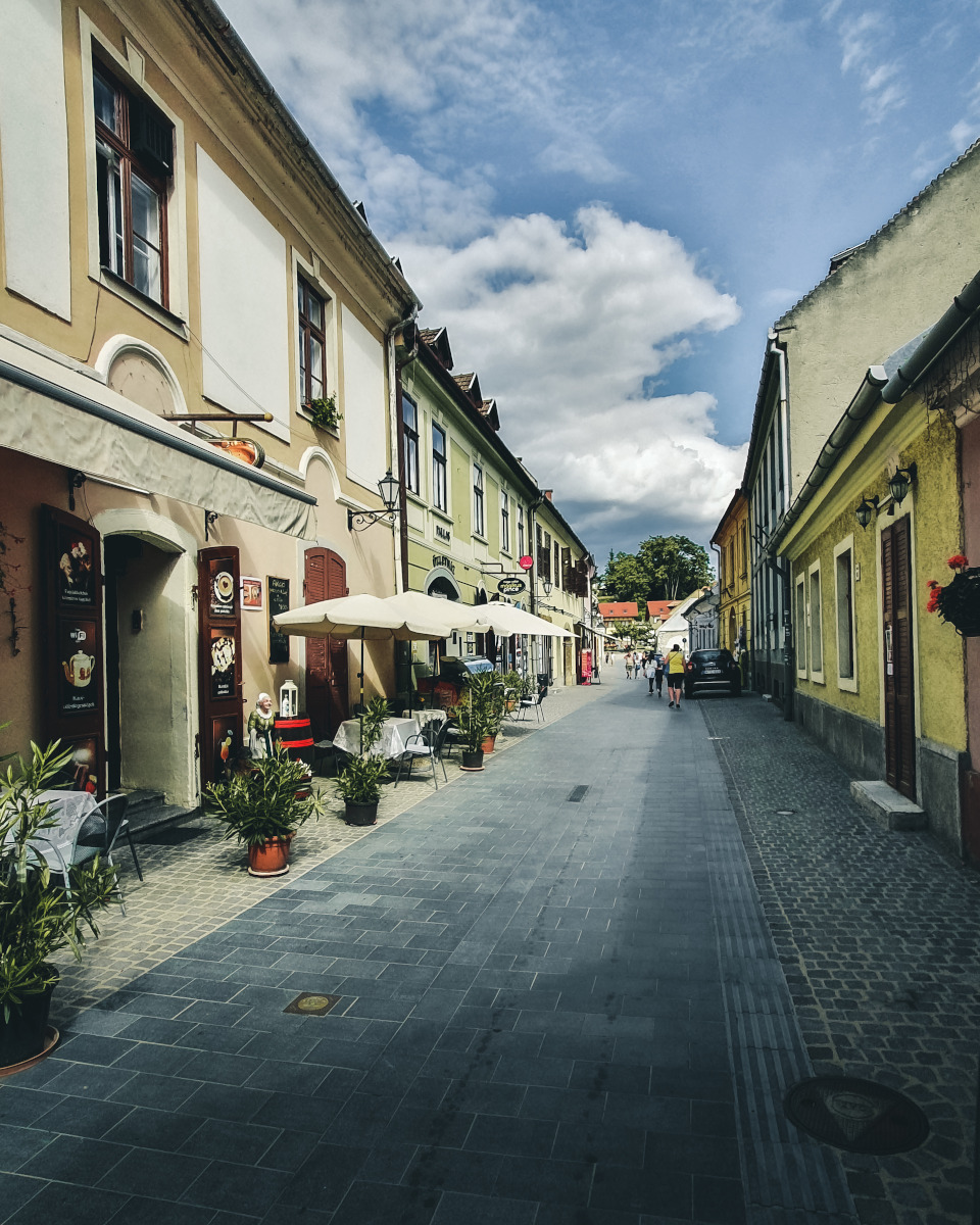 Small alley in the old town of Eger
